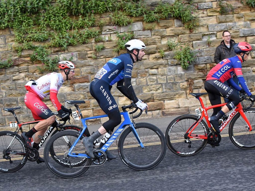 canyon-dhb-cyclists-tackling-long-yorkshire-hill