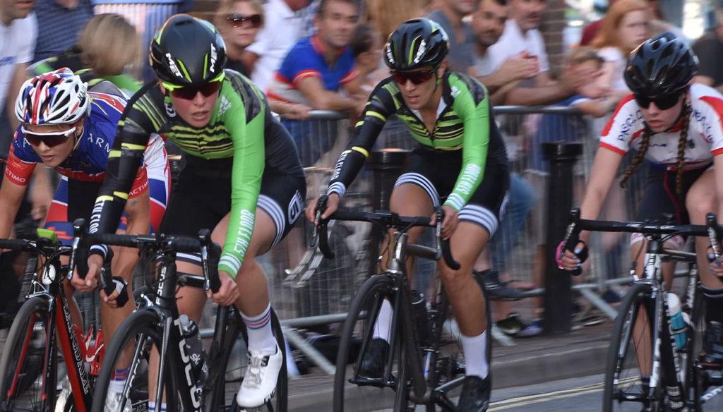 pedal-heaven-cyclists-farnham-town-centre-races