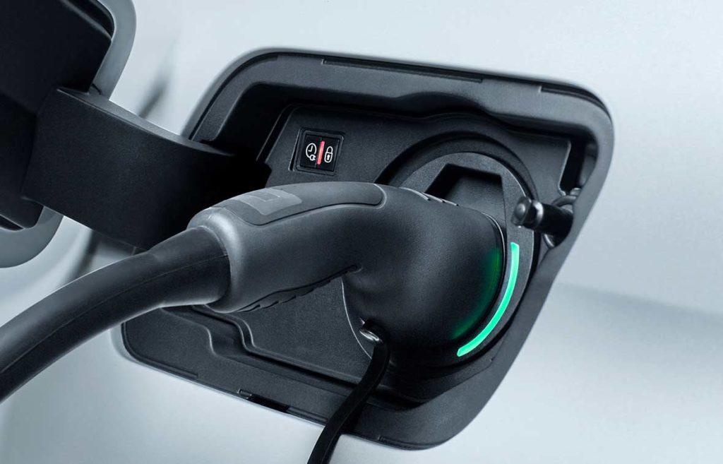 peugeot-3008-suv-hybrid-four-wheel-drive-charging